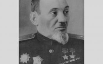 Сидір Ковпак. Двічі герой Радянського союзу. Командир І Української партизанської дивізії.  Очолив Карпатський рейд у 1943 році в глиб окупованих німцями територій.